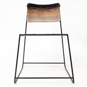用旧丝袜编织的座椅