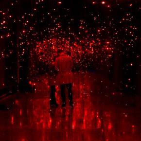 """艺术家用灯光让你感受浪漫""""虫儿飞"""""""