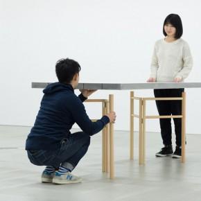 """东京杂货节上最轻的家具——""""海绵桌"""""""