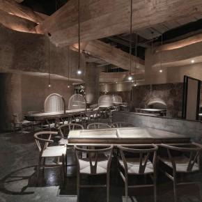 用船做屋顶和桌子,这家餐厅的设计有点儿特别