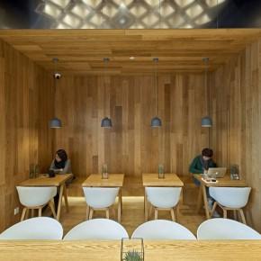 品牌标识植入空间设计的极客风格咖啡店
