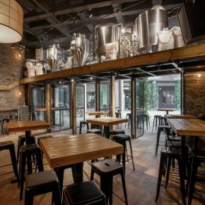 这家小小的餐厅竟然可以让你边喝酒边看酿酒