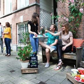 人行道成为了世界上最大的露天咖啡馆