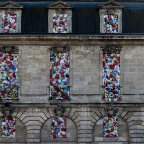 他们用6000多废旧塑料袋把商场的窗户门都堵了,结果……