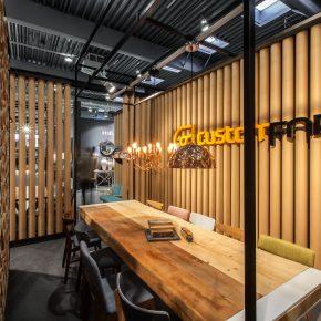 他们用纸筒搭建的50平米的家具展厅