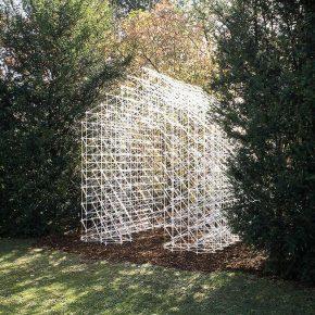 一个网格结构的房子,挑战了我们对空间的感知