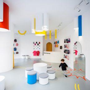 一个专门为小朋友设计的店铺,却很受成年人欢迎