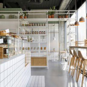 一家为喜欢吃早餐的人设计的店,却有很多人带着午餐来这