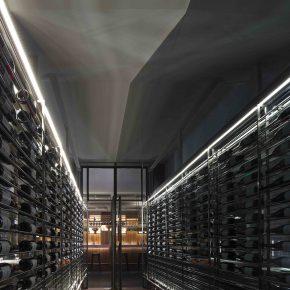 在三里屯这家最大的酒窖来只烤鸭,体验中西结合的新混搭