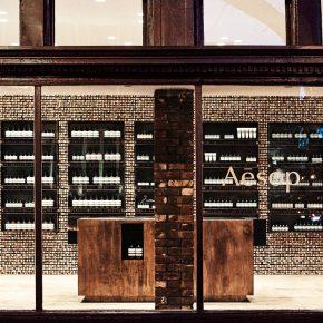 这家护肤品店用三万根南方松枝打造了一面墙