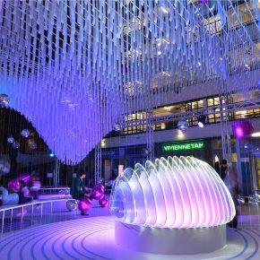 海浪里的氦气球,是香港最梦幻的圣诞节