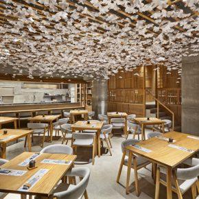 """和风味十足的寿司店,让你在西班牙也能看一场""""樱花雨"""""""