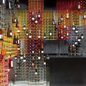 仅用70平米存放12000瓶葡萄酒,这个酒吧不一般!