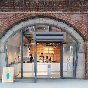 这家蓝瓶咖啡把自己塞到了仅有25平米的东京百年桥下