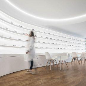 简约不简单的眼镜店设计,把白色玩得很出彩!