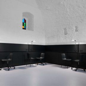 黑白极简风纹身工作室,设计越简单越有范!
