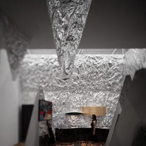 艾克建筑 | 镜像游离画廊